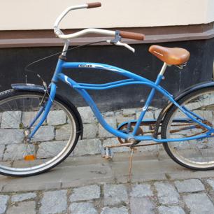 Cruiser cykel säljes. Fungerar bra, kedjan behöver smörjas och spännas.  Finns på Odenplan