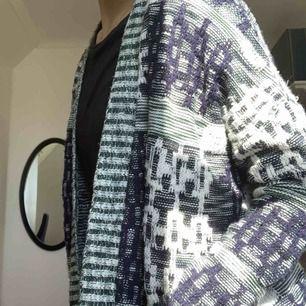 Riktigt snygg stickad kofta från Urban Outfitters!