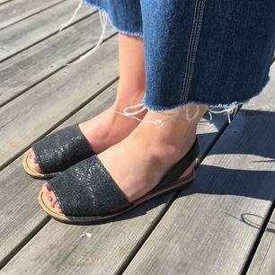 Glittriga sandaler från XIT