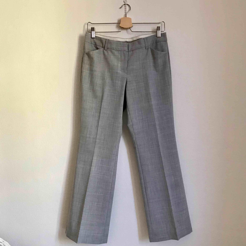 Editor pants. Bra skick. Sitter fint och vida byxor. Lätt material och välsydda. Inköpta i USA.. Jeans & Byxor.