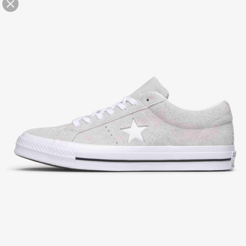 Säljer dessa skorna, knappt använda utav mig så i väldigt bra skick. . Skor.