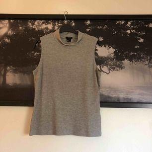 Ett fint grått linne med polokrage från Lindex.