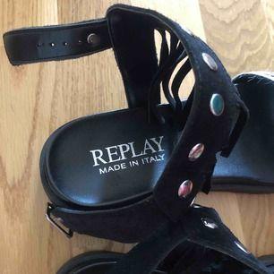 Oanvända sandaler från Replay