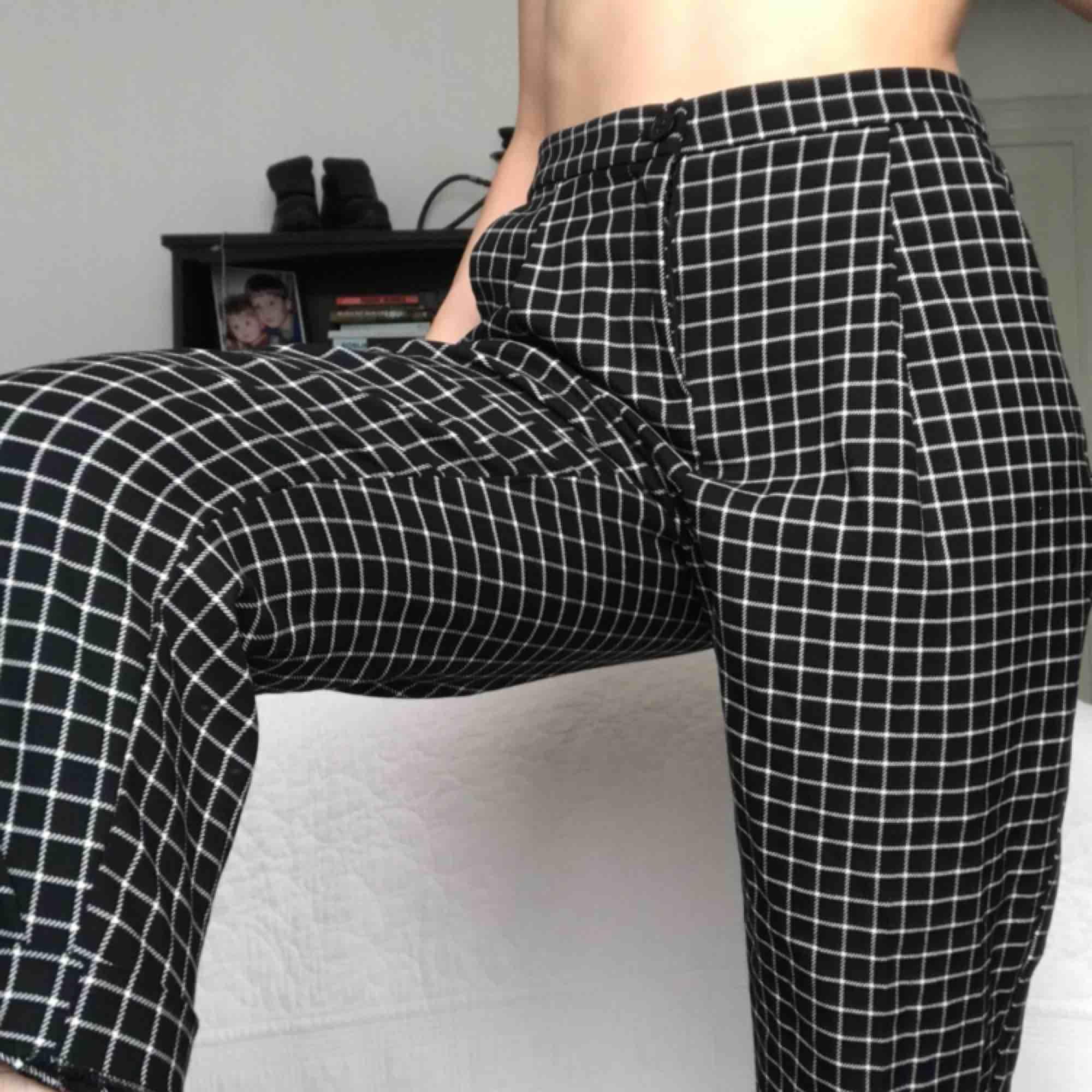 Chill byxor i bra kvalité som passar till det mesta, lite för stora för mig. . Jeans & Byxor.