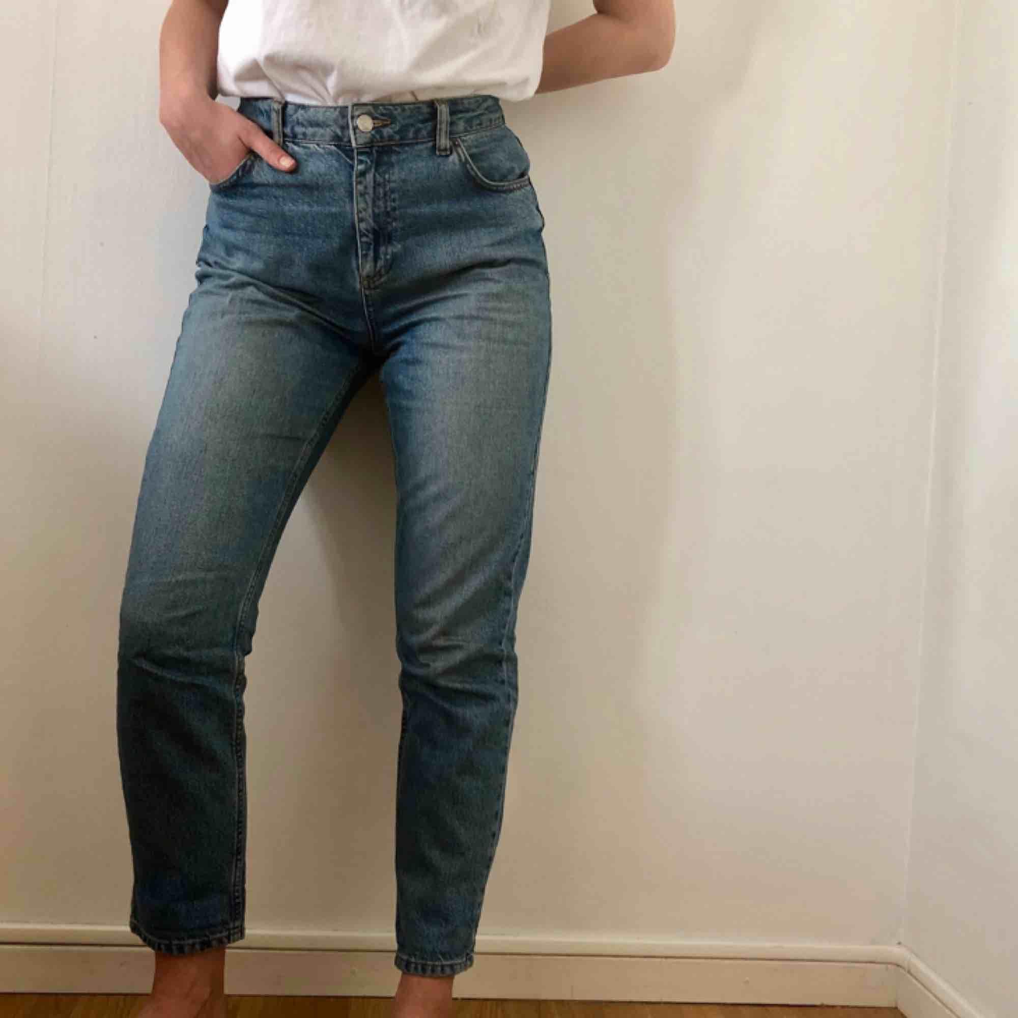 Hade vart mina favvojeans om de inte var lite för stora för mig. Perfekt mom-jeans från Topshop.  Kan mötas upp i Göteborg eller frakta!. Jeans & Byxor.