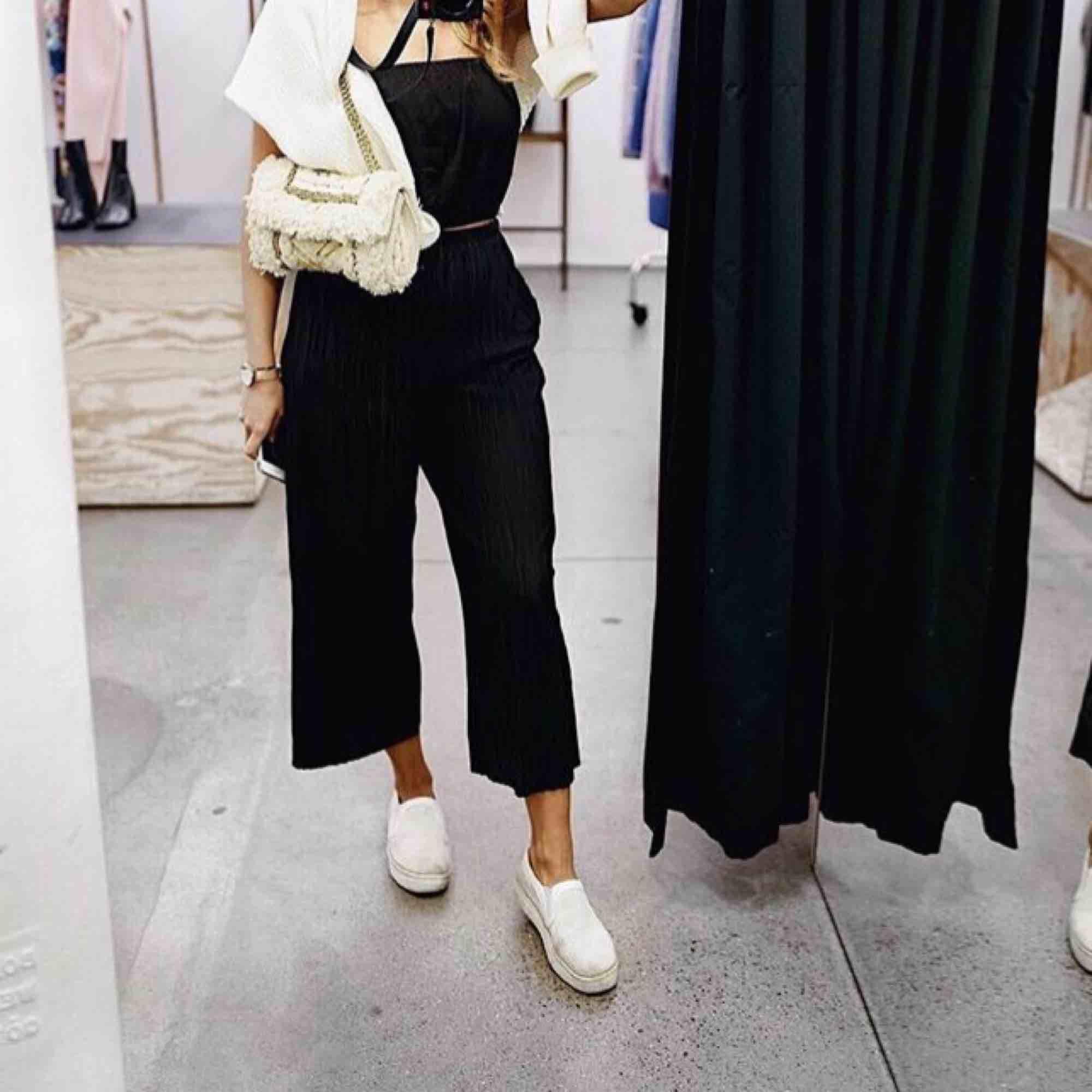 Svin härliga byxor ifrån Bikbok! Perfekt för sommarn! Frakt ingår i priset. Jeans & Byxor.