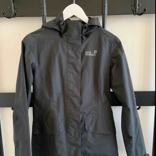 Jacket - waterproof & windproof Brand: Jack Wolfskin Size: S Colour: Charcoal Grey  Lots of nice little details, like wooden buttons.  Breathable. Weatherproof. You can make it tighter in the back.  Lots of pockets.  Hardly ever worn. Great condition.