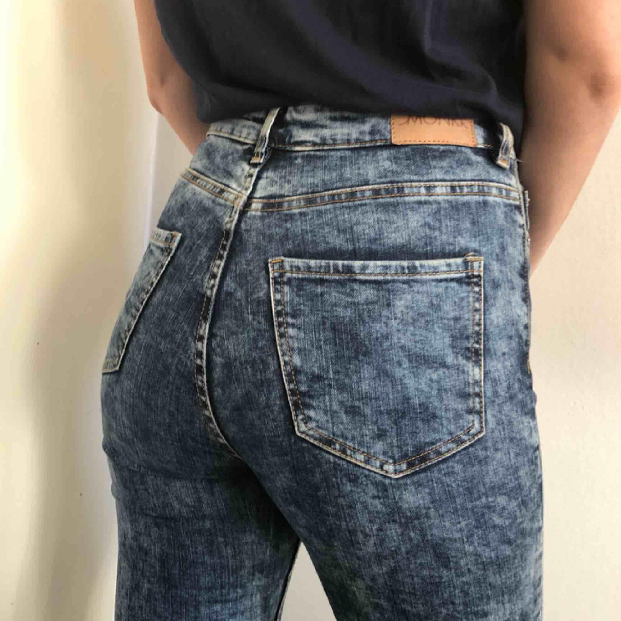 High waist slim jeans från Monki i stretch, storlek 29 i midja. Passar person i storlek S/M. Kan mötas upp i Göteborg eller frakta! . Jeans & Byxor.