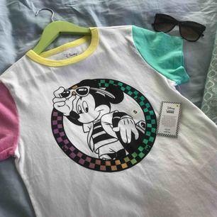 Äkta Vans-tröja - perfekt för den kommande sommaren! Köpt för 300 kr nyligen. 💋💋