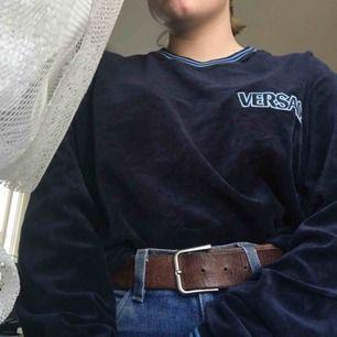 Cool tröja köpt på Humana. Snyggt oversized på S. Frakt betalas av köparen, kan mötas upp i Lund (: