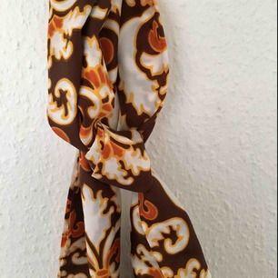 Vintage scarf, hel och fin :) frakt ingår! 💌