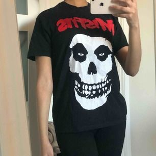 Säljer min misfits t-shirt som knappt kommer till användning!  Kan skickas mot fraktkostnad (39:- med postnords brev)