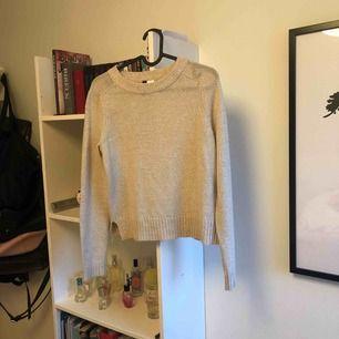 Stickad tröja från HM, bra skick, inte kommit till användning så mycket tyvärr ;(