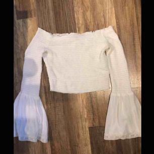 Såå fin tröja, men tyvärr inte min stil längre! Storlek XS, från NA-KD. Kan mötas upp i Piteå/Skellefteå, annars står köparen för frakten. ✨