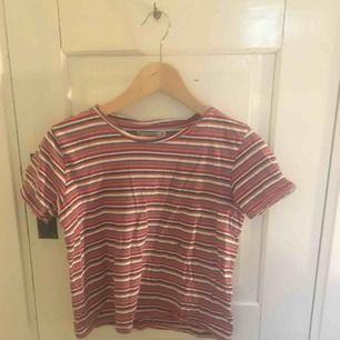 Randig jättefin retro t shirt i storlek s från Pull and bear. Nyskick och jag säljer för att den är lite liten för mig. Pris kan diskuteras, köpare står för frakt jag kan annars mötas upp i centrala Uppsala.