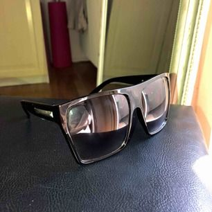 Helt nya solglasögon. Gratis frakt