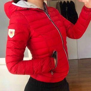 Jätte fin röd jacka köpt från Jackan.com
