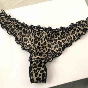 Helt oanvända leopard stringtrosor från Gina i storleken XS! Köpte dom på Gina för några veckor sen och då kostade dom 79 kr 😊