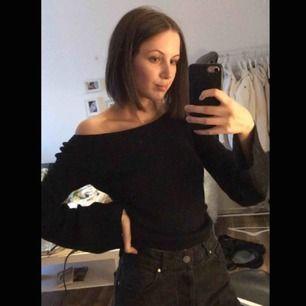 Superfin simpel tröja, lite bredare armar. Storlek XS-S. Kan mötas upp i Piteå/Skellefteå, annars står köparen för frakten. ✨