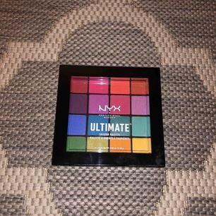 """Oöppnad och oanvänd ögonskuggspalett från NYX i regnbågens färger! """"Nyx Ultimate Shadow Palette Brights"""""""