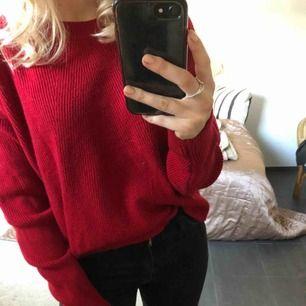 Verkligen supersnygg röd stickad tröja!