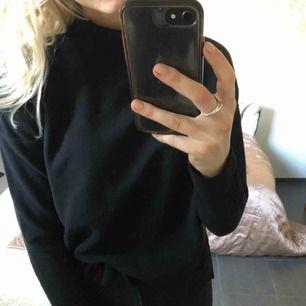 Svart ribbad tröja från Gina tricot, oanvänd med prislapp kvar! Butikspris - 199kr