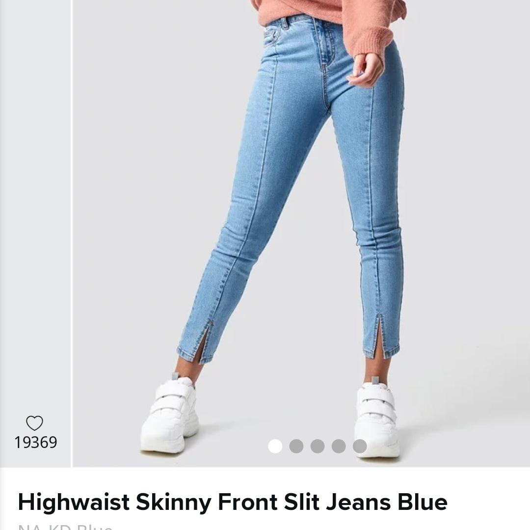 Superfina ljusblå jeans från NAKD. Modellen är