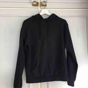 Marinblå hoodie Stl xs