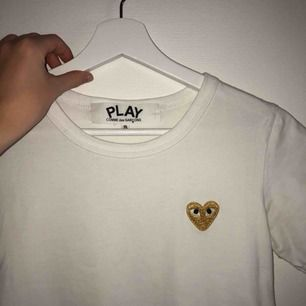 Vit T-shirt, säljer pga för liten