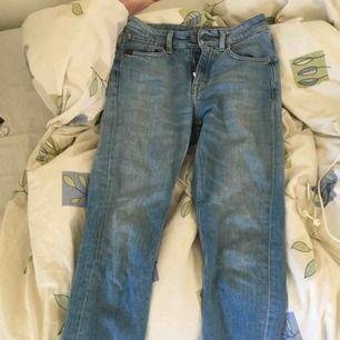 Straight cropped jeans från Tiger of Sweden  Nypris: 1399kr 2018.  Säljs för 750kr