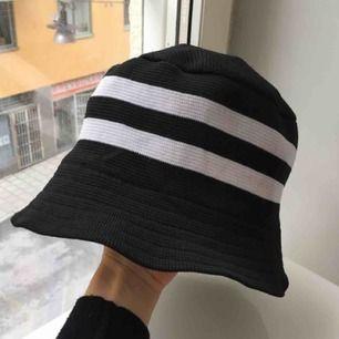 Så snygg adidas liknande hatt! 👌🏽