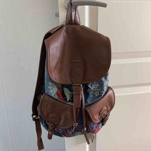 Hej! Säljer min jättefina och unika Deaigual ryggsäck. Den har används några gånger men är i ett toppen skick! Köpt för 700kr men säljer den för 150. Köparen står för frakt❤️