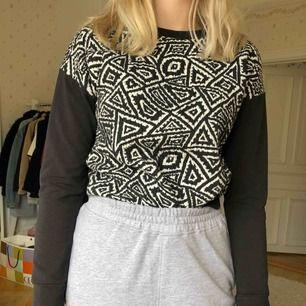 En snygg tröja från Zara. Använd ett fåtal gånger så den är i mycket bra skick.