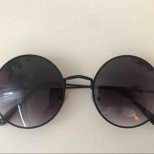 Fina solglasögon som tyvärr inte kommer till användning. Hämtas i Göteborg, fraktar inte!!