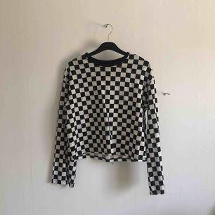 Rutig as cool tröja från HM. Köparen står för frakt ☺️