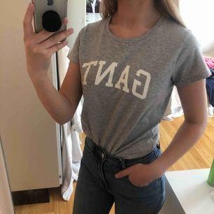 T-shirt från Gant. Osäker på storlek men skulle gissa på S. Köparen står för frakt ☺️