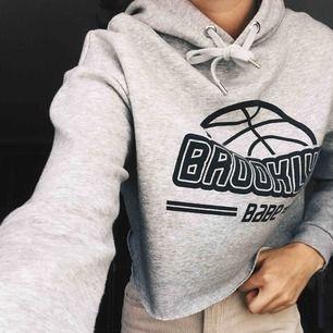 En hoodie från hm i storlek XS, köpt för ett kort tag sen och är sparsamt använd 💗