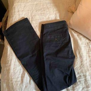 Mörkblå chinos/kostymbyxor från American Eagles💙 aldrig använda  (Byxorna är bootcut)