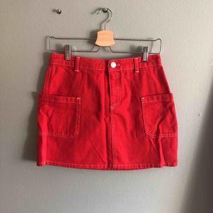 Köpt i Köpenhamn på Urban outfitters, INTEEEE så röd som på bilden - köparen står för frakten