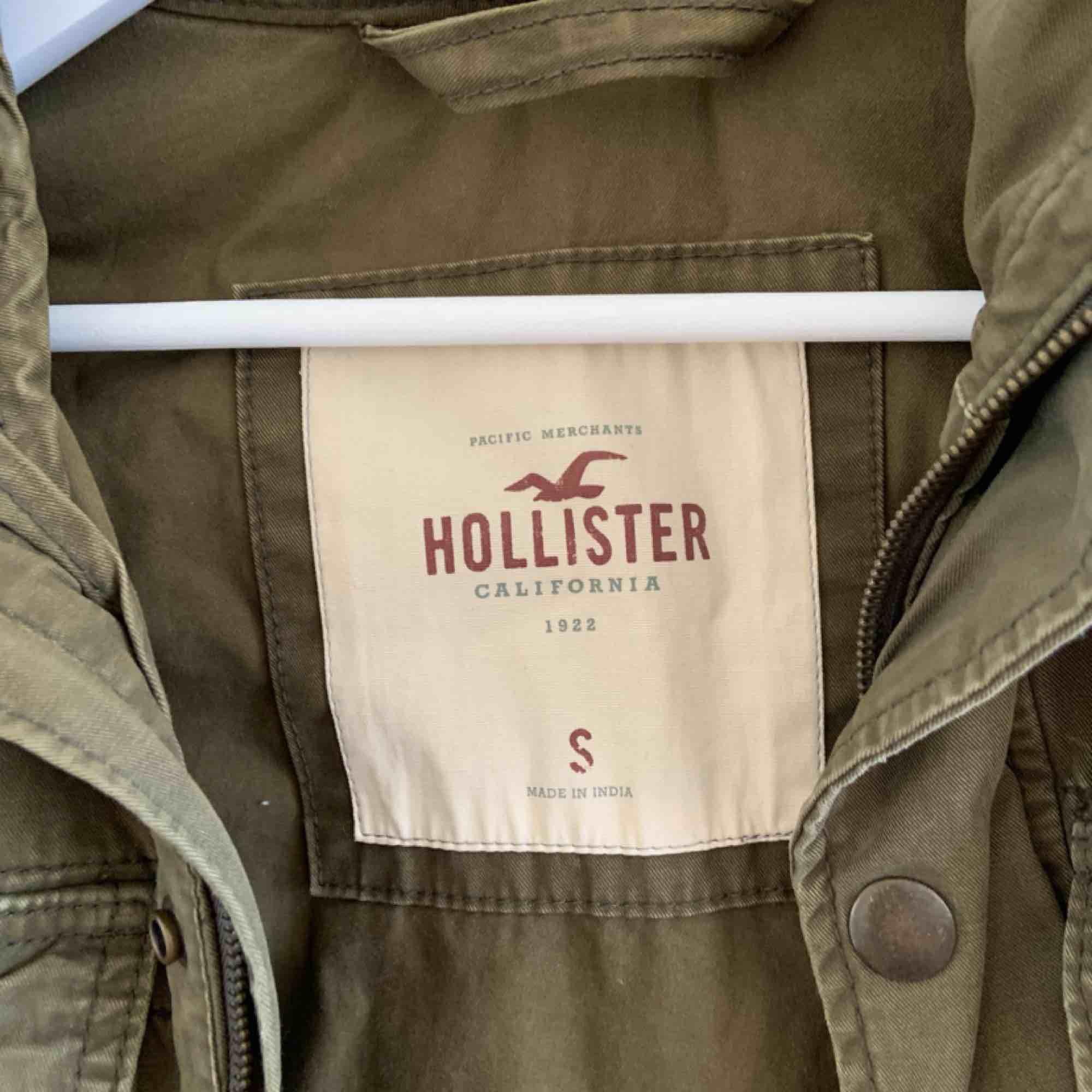 Twill Utility Jacket Brand: Hollister Size: S Colour: Green. Jackor.