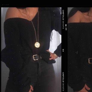 Stickad tröja från Nelly som jag har fått i present då jag redan haft en sådan tidigare som jag också har sålt vidare, köpt för 199 kronor och säljs för 100 kronor, XS