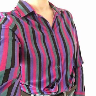 Vintage blus i skönt material. Utmärkt skick✨