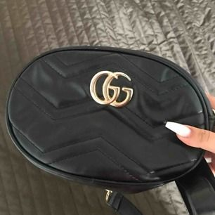 Gucci väska, kan användas som midje väska o även en vanlig axelremsväska. Kopia av gucci