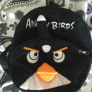 🦅Gullig liten angry birds mini-ryggsäck🦅 Har haft den länge och är väl använd. Möts upp i Sthlm eller så tillkommer frakt