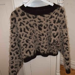 Så snygg tjock tröja!! Sjukt skön och bra pris. Den är i bra skick osv ☺️