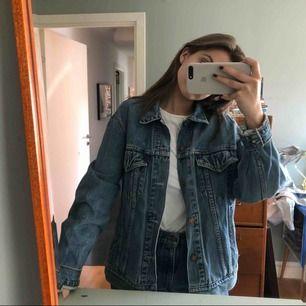 Levis jeans jacka, over size o as cool ;)) köparen står för frakten :))