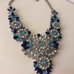 Jätte fint och stort halsband, aldrig använd, endast frakt (köparen står för frakten, 40kr)💓