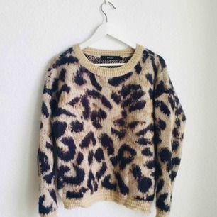 Stickad tröja med leopardmönster 🐆🐆🐆