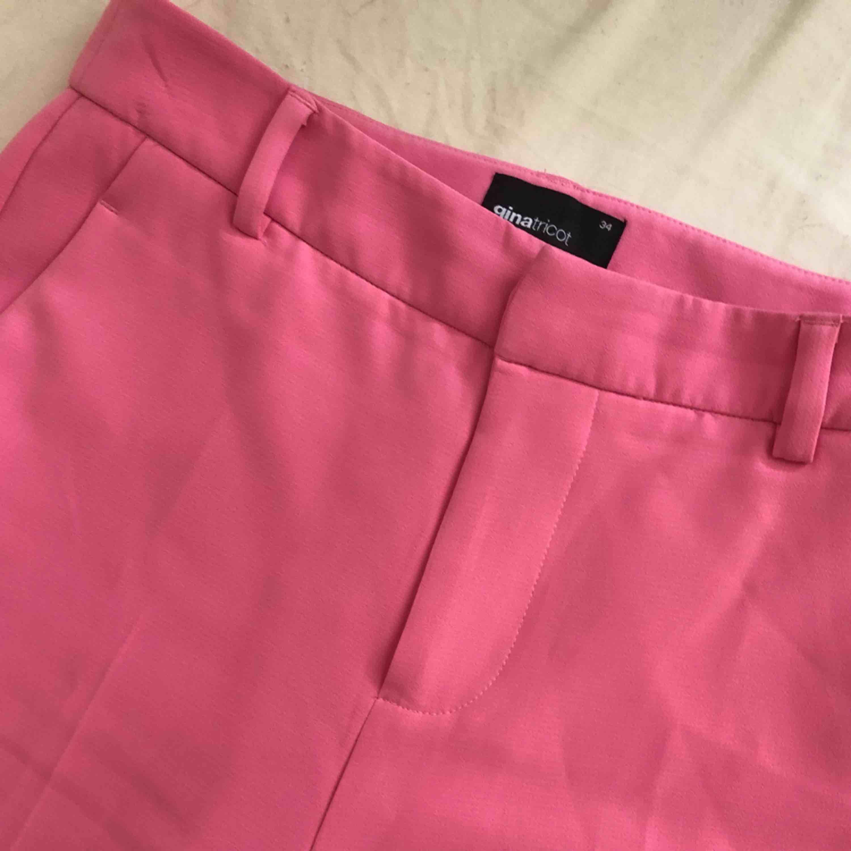 Kostymbyxor köpta här på plick ❣️ Säljer pga. Får ingen användning hos mig. . Jeans & Byxor.