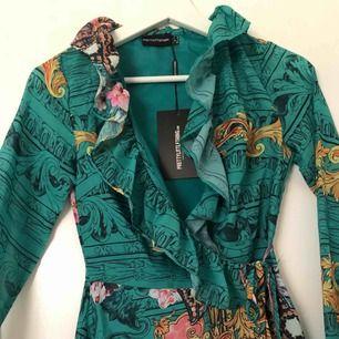 Oanvänd klänning från prettylittlething 💓